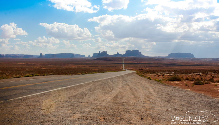 scenic roads USA monument valley
