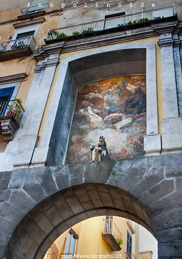 porta san gennaro napolinside napoli centro storico decumani